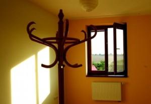 Malování obývacího pokoje v domku u Prahy 2