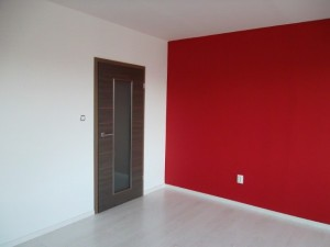 Malování obývacího pokoje v panelovém době Praha 003